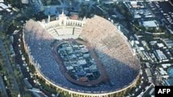 Церемония открытия Олимпиады 1984 года на арене Memorial Coliseum в Лос-Анджелесе