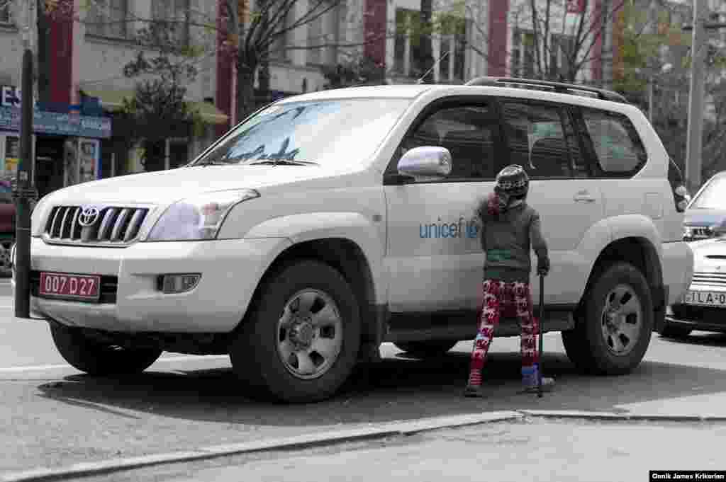 In 2013, UNICEF and World Vision launched a €750,000 EU-funded two-year project to address the problem. UNICEF also contributed an additional €100,000. Working with the government, mobile teams identify and counsel children on the streets. Still, the problem persists.