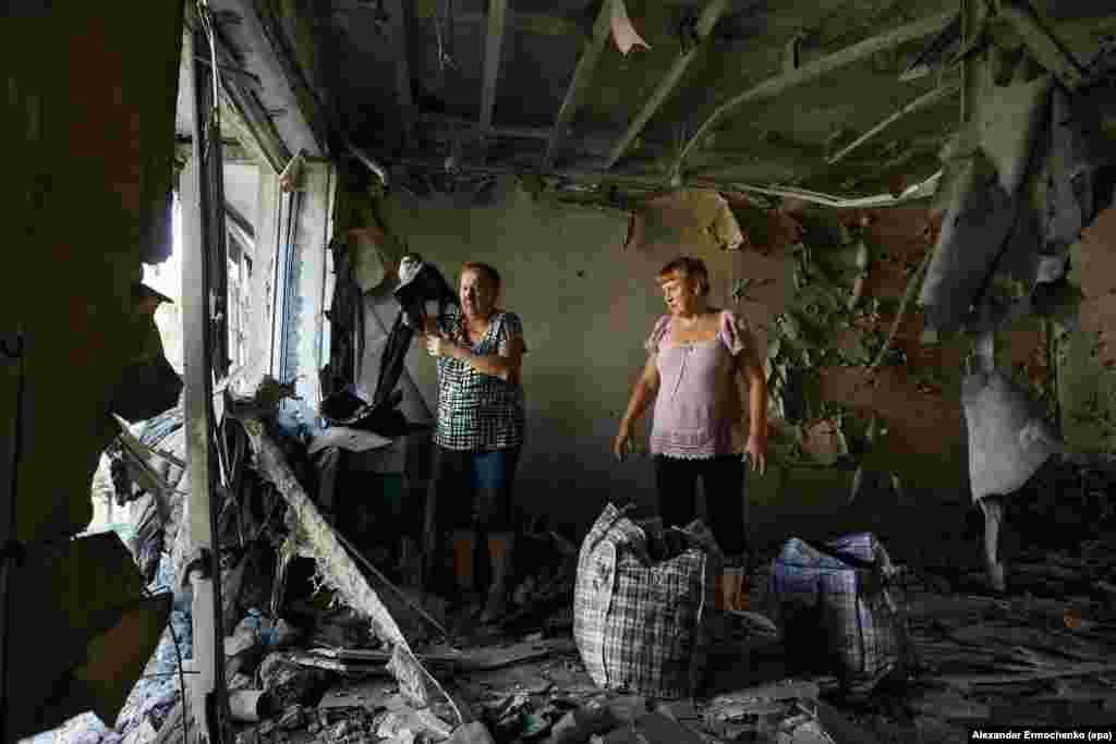 Women examine their destroyed flat after fighting between Russia-backed separatists and Ukrainian government troops in the town of Yasinovataya in Ukraine's eastern Donetsk region. (epa/Alexander Ermochenko)
