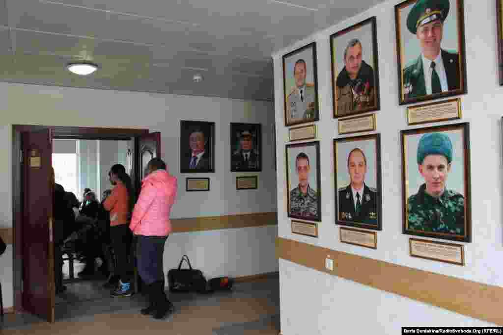 Галерею Слави створили у холі Черкаської міської ради біля зали, де проходять засідання виконавчого комітету та міської ради