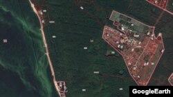 """Слева, отделенная жёлтой полосой берега, Волга, справа - деревня Орёл. А посередине - лес, в котором обосновался """"ТАИФ"""". В Верховном суде РТ сегодня утверждалось, что это не лес, а растительность."""