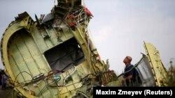 "MH17 рейси билан парвоз қилаётган учоқ 2014 йилнинг 17 июлида уруш зонаси устида, Украина ҳукумати бошқарувида бўлмаган ҳудудда ""Бук"" ракетаси билан уриб туширилган."