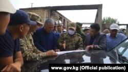 Баткен облусунун башчысы Абдикарим Алимбаев Лейлек районунун Максат, Сада, Интернационал айылдарын кыдырды.