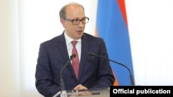 Armenia - Outgoing Foreign Minister Ara Ayvazian addresses Armenian Foreign Ministry staff, Yerevan, May 31, 2021.