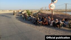 Афганские пограничники, сбежавшие в Таджикистан после нападения талибов.