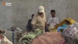 Баклашкафурӯшӣ манбаи даромади кӯдакон дар Душанбе