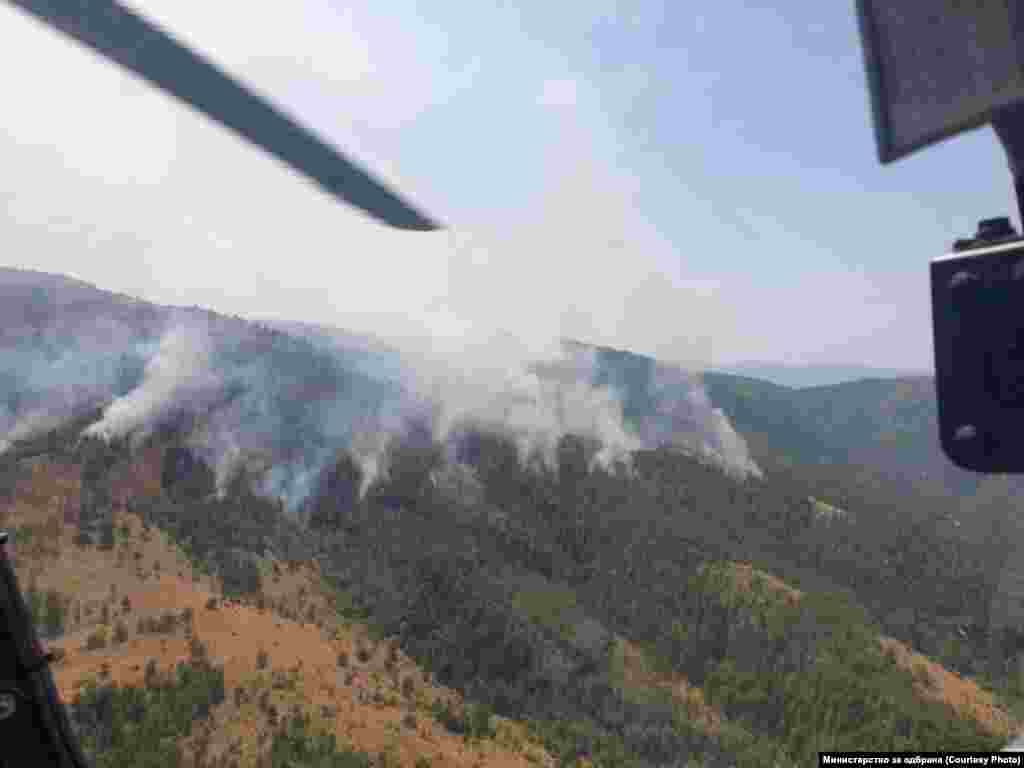 Поглед од хеликоптер на АРМ за гаснење на пожари