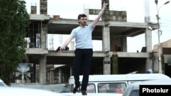 Armenia - A man brandishes a gun outside a court building in Yerevan, 12Jun2014.