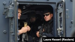 Polițiști din Kosovo în preajma orașului Zubin Potok, 28 mai, 2019