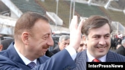 Georgian President Mikheil Saakashvili (right) with his Azerbaijani counterpart Ilham Aliyev in Tbilisi in 2007. Despite paying frequent visits to their co-ethnics in Georgia, Azerbaijani officials do little to help them.