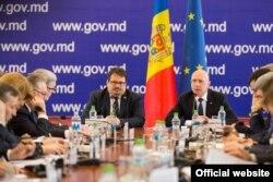 Premierul Pavel Filip și diplomatul Peter Michalko astăzi la Chișinău