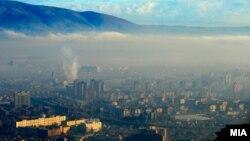 Аерозагадување во Скопје. Загадувањето од депониите не е единствен проблем поврзан со животната средина во Македонија. Загадување на воздухот има скоро во сите населени места во државата.