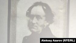 Томас Аткинсонның сақталып қалған жалғыз суреті слайдтан көрсетілді.