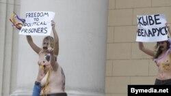 Акцыя кампаніі Femen насупраць беларускага КДБ, 18 сьнежня 2011