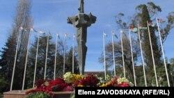 Мемориал погибшим в сухумском Парке Славы