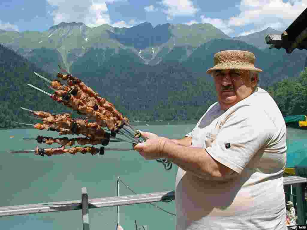 Организация продовольствия и сельского хозяйства рекомендует 7,3 килограмма в год на одного человека.