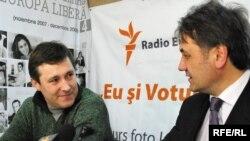 Vitalie Nagacevschi şi Igor Dolea în studioul Europei Libere
