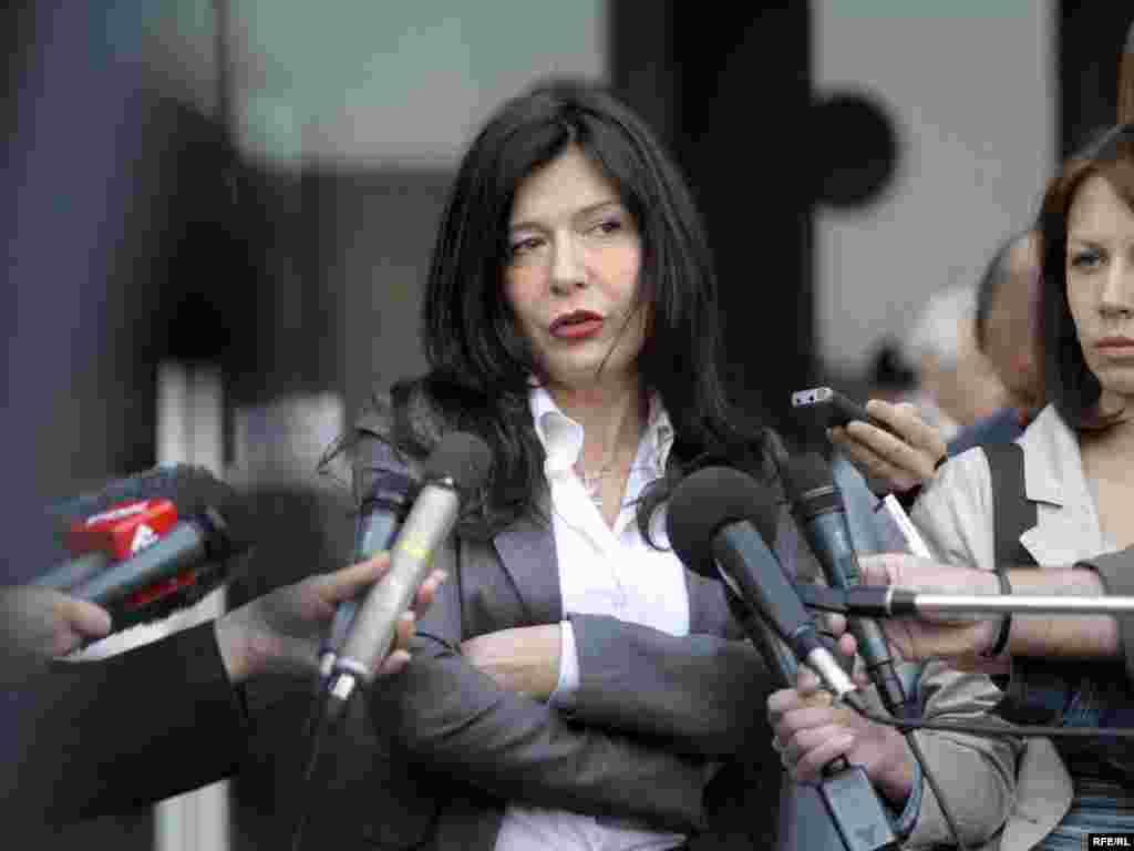 Advokat optuženih ispred Palate pravde, 21.04.2010. - Foto:Vesna Anđić