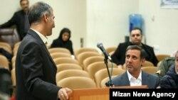 علی دیواندری، مدیر عامل سابق بانک ملت (نفر رو به دوربین).