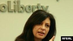 Jozefina Topalli gjatë vizitës në selinë qendrore të Radios Evropa e Lirë në Pragë.
