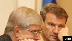 Герман Греф (справа) пообещал России настоящий банковский кризис