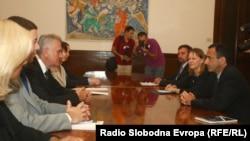Ndihmësi i sekretarit amerikan të shtetit, Filip Gordon me presidentin e Serbisë, Tomisllav Nikolliq