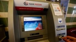 Orsýetde türkmen banklarynyň kartlaryndan günde 1.6 dollar nagtlaşdyryp bolýar, talyplar kösenýär