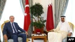 Турскиот претседател Реџеп Таип Ердоган со емирот на Катар шеик Тамим бин Хамад ал Тани, Доха, 24.07.2017.