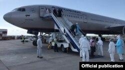 В аэропорту «Манас» встречают чартерный рейс из Москвы. Иллюстративное фото.