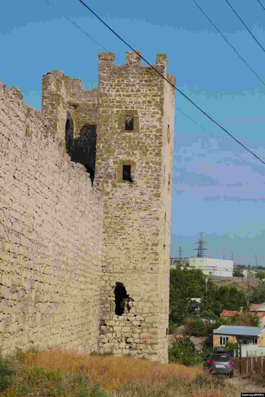 Башня Криско– здесь несколько веков назад находился административный центр города