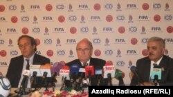UEFA prezidenti Michel Platini, FİFA prezidenti Sepp Blatter və AFFA prezidenti Rövnəq Abdullayev