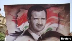 Баннер с портретом президента Сирии Башара Асада