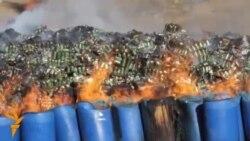 Поліцейські Кабула палять наркотики