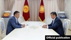 Садыр Жапаров и Сооронбай Жээнбеков. Фото от 13 октября 2020 года.