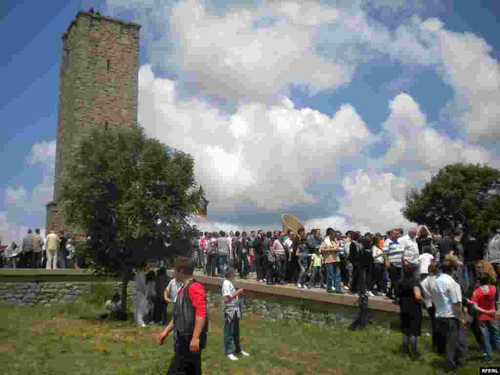 Kosovo Serbs attend a ceremony marking the battle in Gazimestan in 2010.