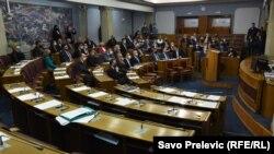 DF, koji insistira na usvajanju spornog zakona, dio je parlamentarne većine u Skupštini Crne Gore (na fotografiji sesija Parlamenta bez opozicije 20. januara 2021. godine)