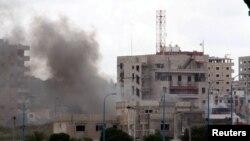 Тартустағы жарылыс болған ауданнан көтерілген түтін. Сирия, 23 мамыр 2016 жыл.