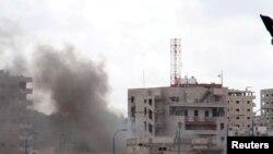 Дым над городом Тартус после взрывов 23 мая 2016 года.
