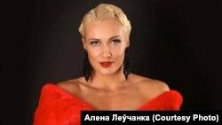 آلنا لوچانکا برای امور درمانی در صدد ترک بلاروس بود که در فرودگاه مینسک بازداشت شد.