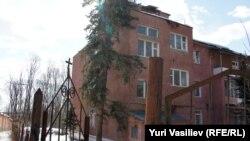 """Тот самый корпус реабилитационного центра """"Детство"""", Подмосковье. Пока что там находятся два отделения стационара, поликлиника и школа для детей."""