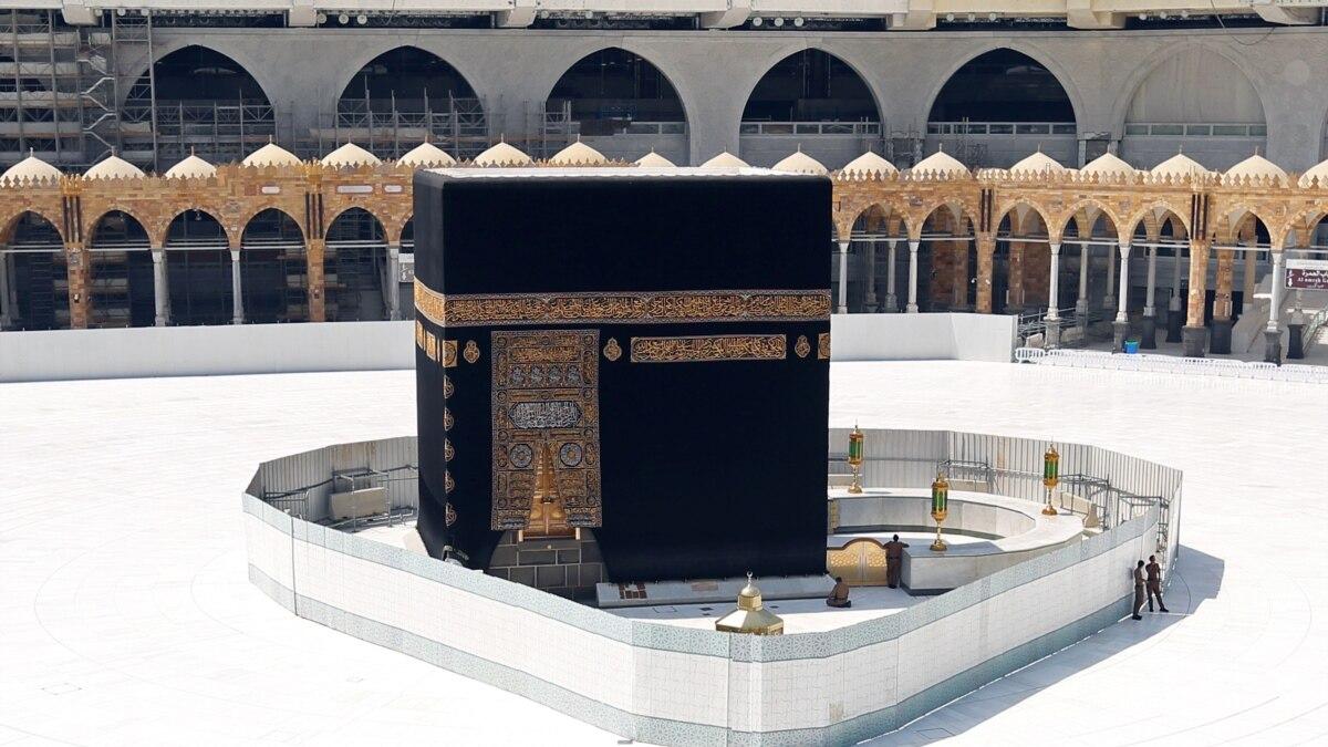 Саудовская Аравия впервые за много веков полностью закрыла святыни в Мекке и Медине