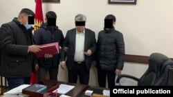 Момент задержания директора учреждения «Кадастр».