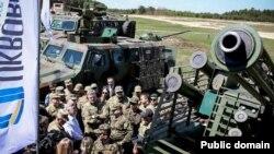 Порошенко оглянув на полігоні новітню високоточну зброю, вироблену в Україні (фотогалерея)