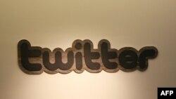 Логотип Twitter'a. Иллюстративное фото.