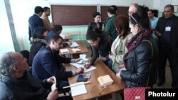 Armenia - Voters prepare to cast ballots at a polling station in Hrazdan, 17Apr2016.