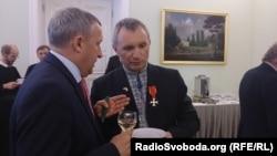 Петро Тима із послом України в Польщі Андрієм Дещицею. Варшава, липень 2016 року