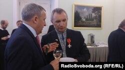 Петро Тима з послом Андрієм Дещицею. Варшава, липень, 2015 року.