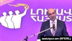 «Լուսավոր Հայաստան»-ի ղեկավար Էդմոն Մարուքյանը ելույթ է ունենում կուսակցության համագումարում, Երևան, 23-ը մայիսի, 2021թ.