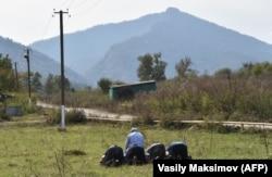 Молитва жителей ингушского селения Даттых на границе с Чечней