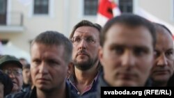 Алесь Пушкін (у цэнтры), архіўнае фота